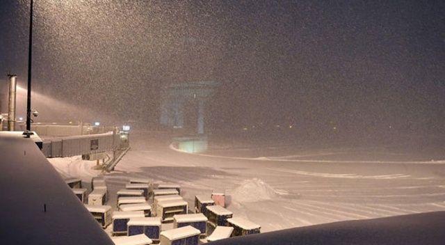 ABD'de kar fırtınası: 5 bin uçak seferi iptal oldu
