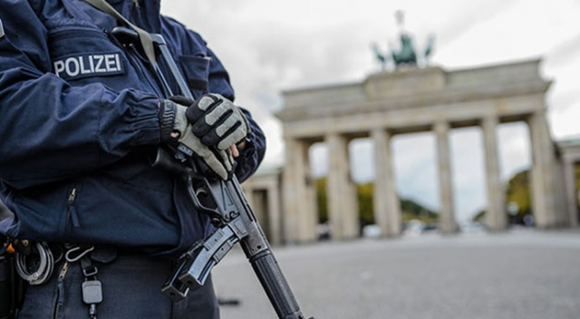 Almanya'da üç mahkemede bomba alarmı