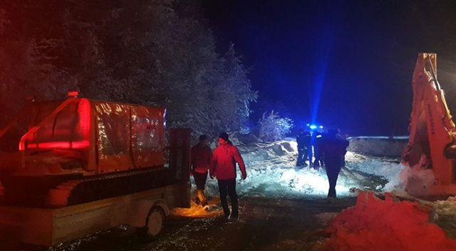 Düzce'de karda mahsur kalan pazarcıları ekipler kurtardı