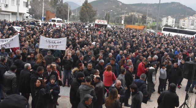 Emeklilikte yaşa takılanlar (EYT) İzmir'de sorunlarını dile getirdi