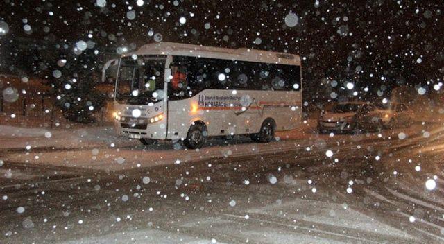 Erzurum'da yoğun kar ve tipi yolları ulaşıma kapadı