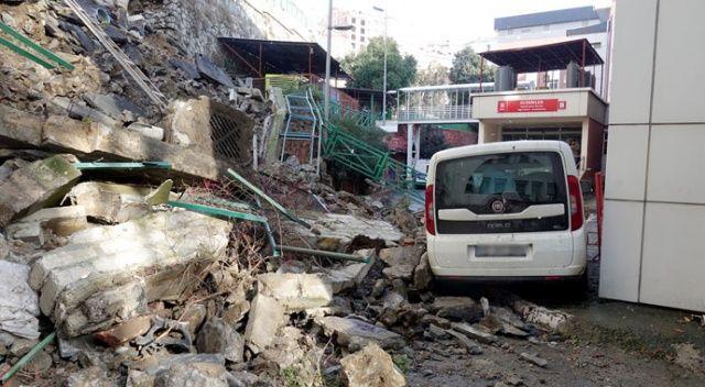 Eyüpsultan Devlet Hastanesi bahçesinde istinat duvarı çöktü