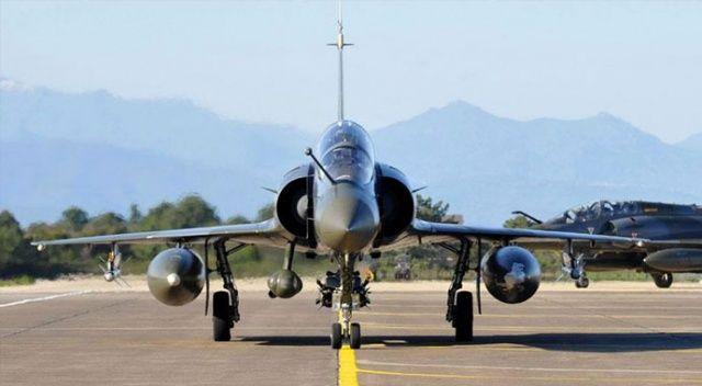 Fransa'da savaş uçağı radardan kayboldu