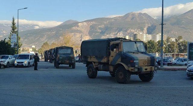 İdlib sınırına komando ve zırhlı araç sevkiyatı