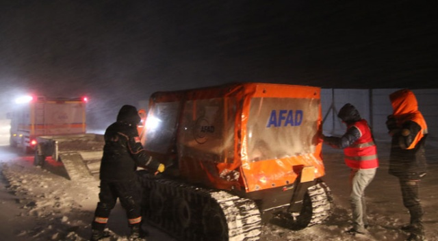 Kar ve tipide kalan 103 yolcu kurtarıldı