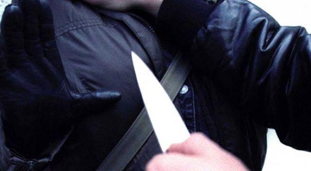 Kavga ettiği karısıyla kendisini ayırmaya çalışan oğlunu kalbinden bıçakladı