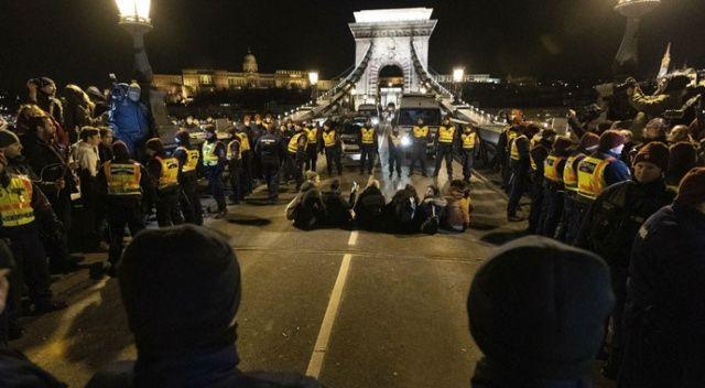 Macaristan'da protestolar sürüyor