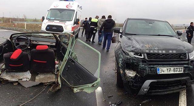 Tekirdağ'da ciple çarpışan otomobil ikiye bölündü