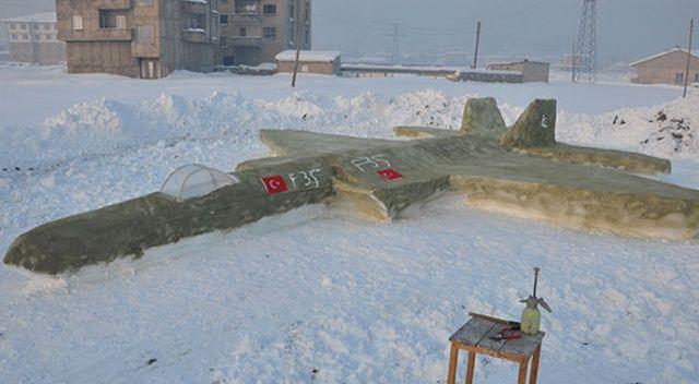 Yüksekovalı gençten kardan F-35 savaş uçağı