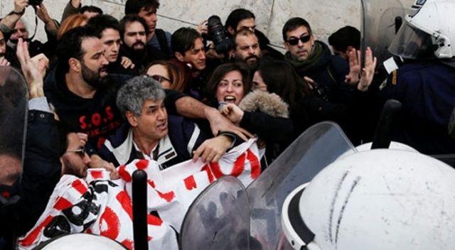 Yunanistan'da polisle göstericiler çatıştı