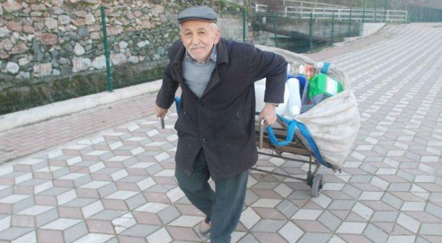 75 yaşındaki Rıza Dede geçimini plastik toplayarak sağlıyor