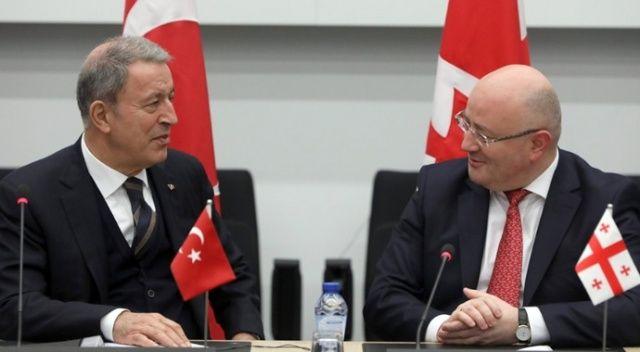 Bakan Akar'dan NATO toplantılarında bir dizi görüşme