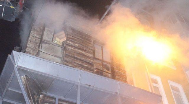 Beşiktaş'ta ahşap bina yangını paniğe neden oldu