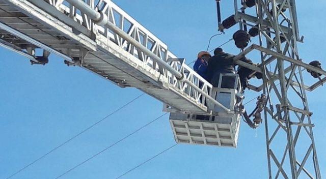 Çıktığı elektrik direğinde akıma kapılan işçi öldü
