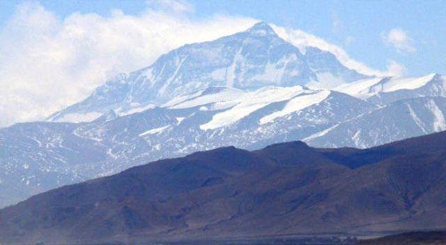 Çin, Everest dağını 'çöp'nedeniyle turistlere kapattı