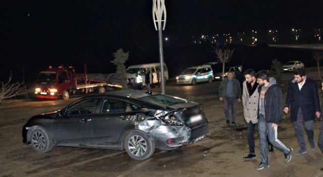 Elazığ'da minibüs otomobile çarptı: 2 yaralı