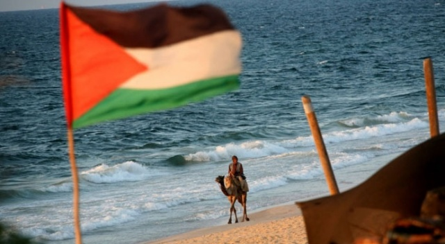 Gazze'den İsrail'e yüzerek geçen Filistinli tutuklandı