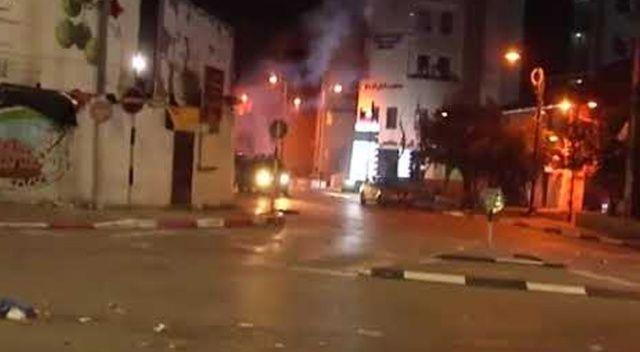 İsrail askerleri cami bastı,3 kişi yaralandı