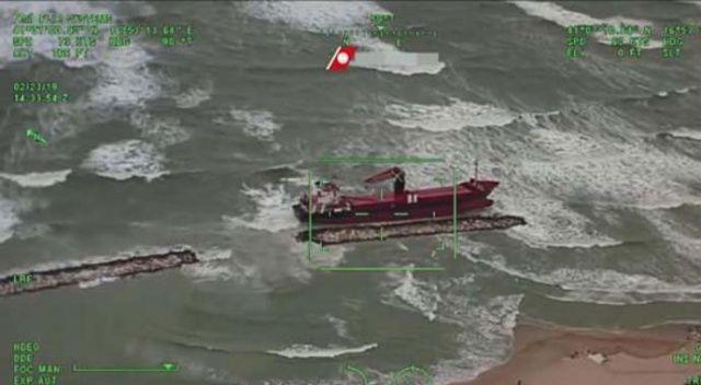 İtalya'da karaya oturan Türk kargo gemisi havadan böyle görüntülendi