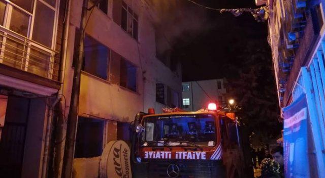 Silivri'de 3 katlı binada korkutan yangın
