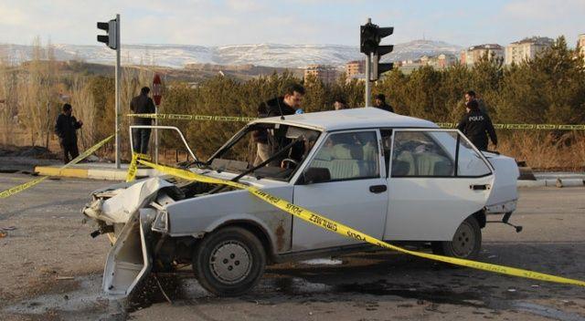 Sivas'ta tır ile otomobil çarpıştı: 1 ölü, 2 yaralı