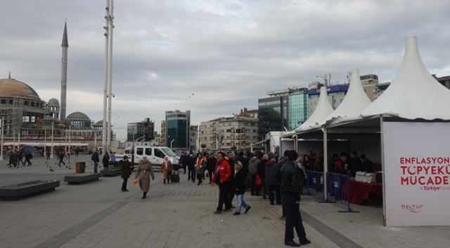 Taksim Meydanı'ndaki tanzim satış noktasına vatandaşlardan büyük ilgi