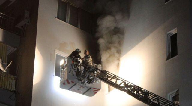Yangın sebebiyle 5. katta mahsur kalan vatandaş itfaiye tarafından kurtarıldı
