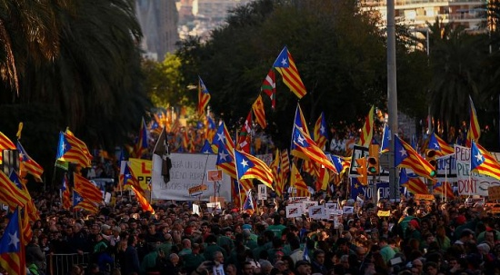 Katalonya'da politikacıların yargılanmasına karşı protestolar yapıldı