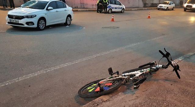 Bisikleti ile otomobile çarpan kız yaralandı