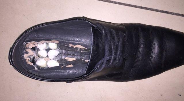 Havalimanında yolcunun ayakkabısından uyuşturucu çıktı