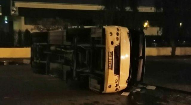 İzmir'de minibüs ile belediye otobüsü çarpıştı: 10 yaralı