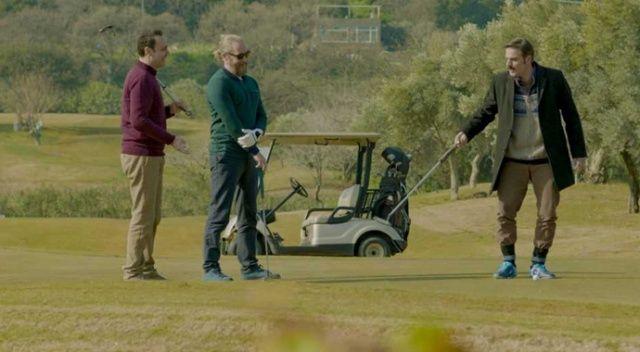 Kalk Gidelim'in erkek oyuncuları golf dersinde