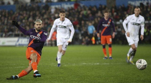 Manchester City kupada yarı finalde