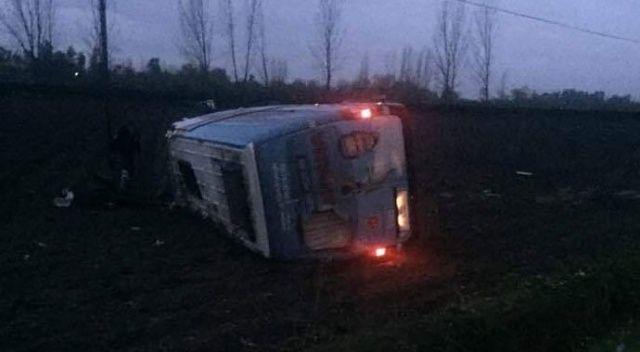 Osmaniye'de MHP seçim minibüsü kaza yaptı: 2 yaralı
