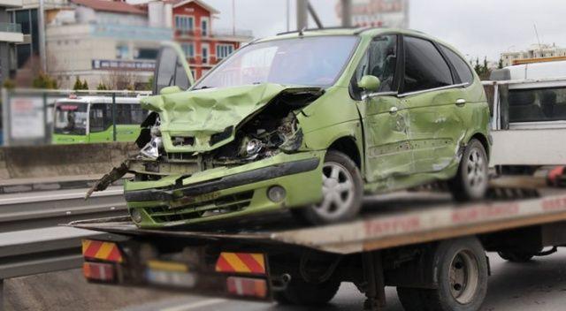 Tırın çarparak metrelerce sürüklediği araçtan yara almadan kurtuldular