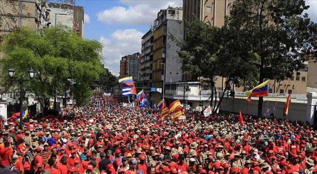 Venezuela'da 'muhalefet' sokakta toplantı, 'iktidar' yürüyüş yapacak