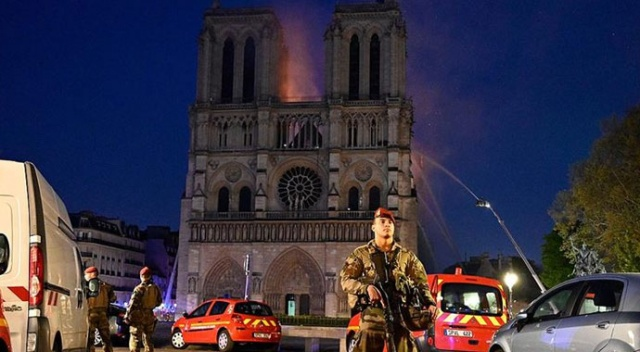 'Paris'in kalbinin yanması bizi derinden sarstı'