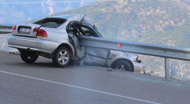 Akılalmaz kaza! Bariyerlere saplanınca kurtuldu