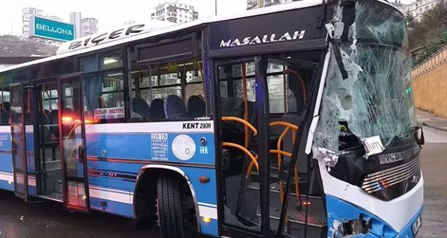 Ankara'da özel halk otobüsü belediye temizlik aracına çarptı