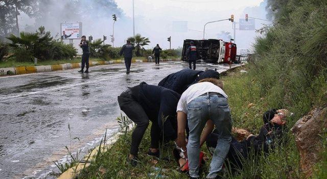 Antalya'da itfaiye aracı devrildi: 3 yaralı