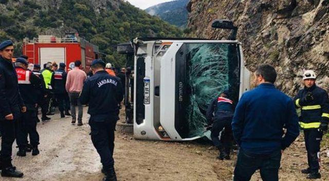 Antalya' da midibüs devrildi! Ölü ve yaralılar var