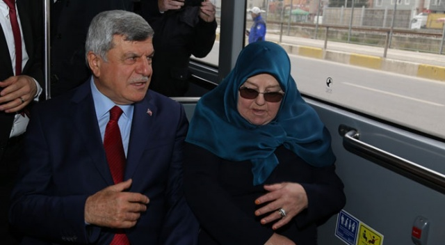 Başkanlığı devretti, belediye otobüsüyle evine döndü