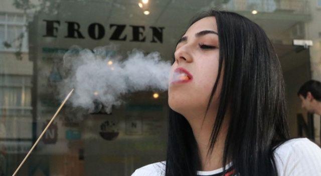 Bu dondurmayı yiyenin ağzından duman çıkıyor