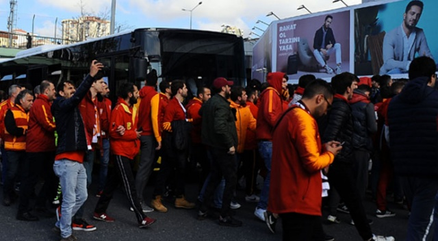 Galatasaraylı taraftarlar stada geldi