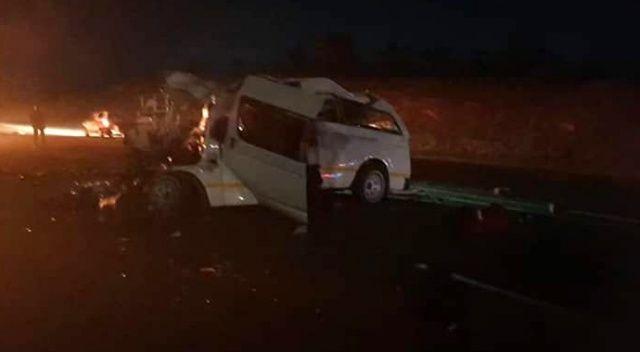 Güney Afrika'da minibüs kamyonete çarptı: 10 ölü