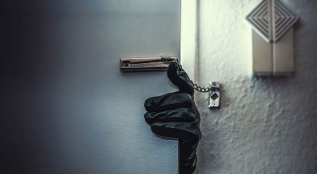Hırsız bu sefer kapıyı çaldı