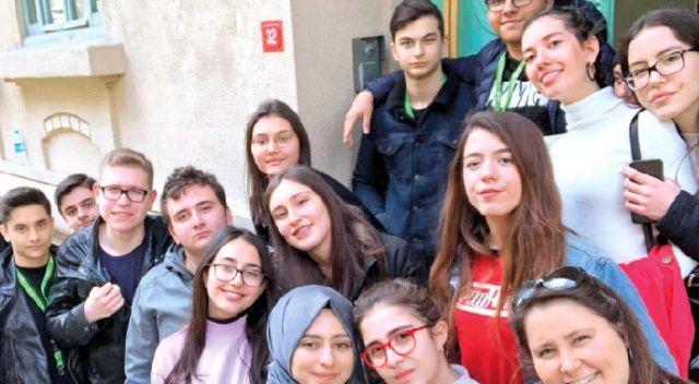 İhlas Koleji öğrencileri Avrupa'nın izlerini aradı
