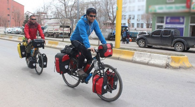 İspanya'dan bisikletle dünya turuna çıktılar
