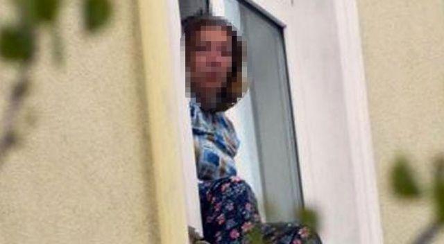 Komşularıyla kavga edince pencereye çıktı ve... Yaptığı şey şoke etti!