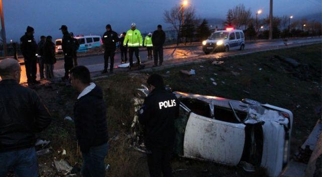 Otomobil hemzemin geçitte trene çarptı: 1 ölü